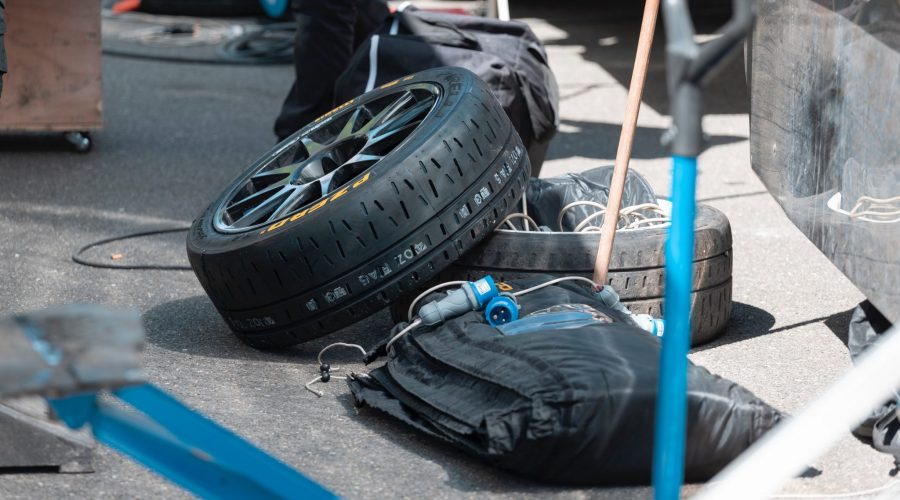 How to Change a Trailer Tire